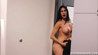 Naked Sheila Marie is horny and decides relating to make their way partner cum
