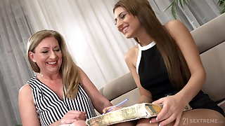 Watch horny Elizabeth Bee in eccentric mature and girl billingsgate video