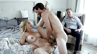 Beautiful MILF Brandi Love does the acquisition in front of her cuckold