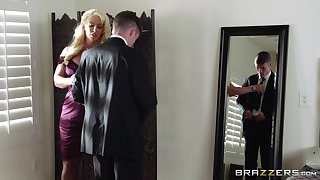 Mature blonde Alura Jenson spreads her limbs be worthwhile for a younger lover